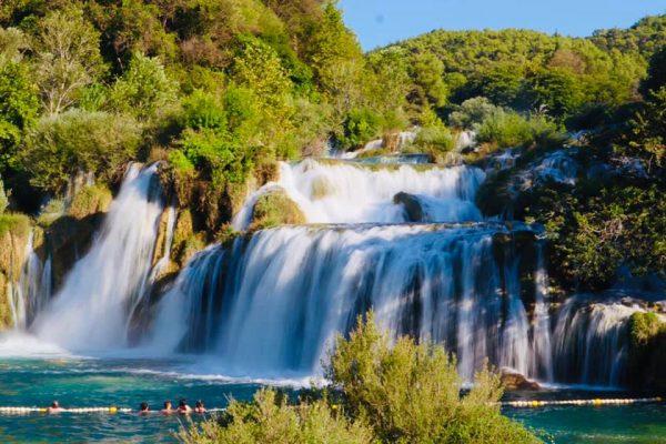 Водопад в национальном парке КРКА